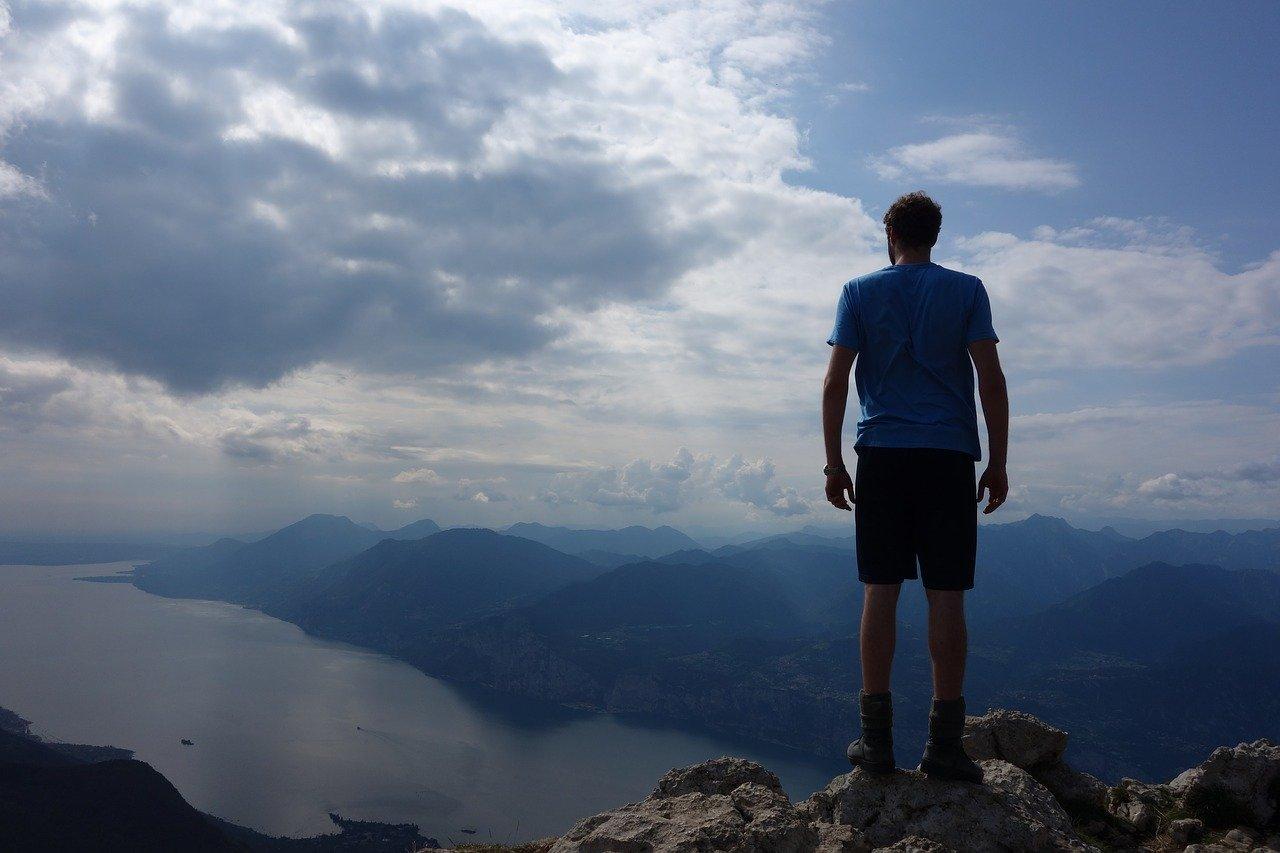 Wandern in den Hügeln des Gardasees